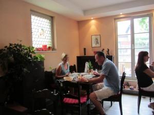 Gästepärchen beim Frühstück