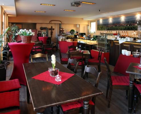 Blick quer durch die Weinbar bzw. das Café das Vormittags als Frühstücksraum dient