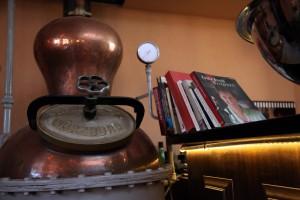 Dekorativer Schnaps-Brenn-Kessel